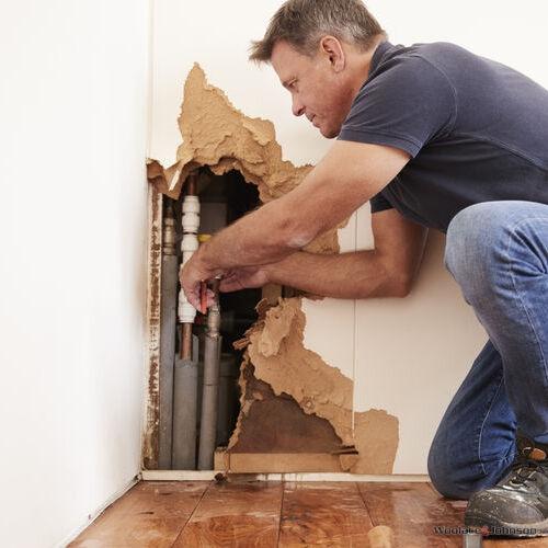 fixing a plumbing emergency